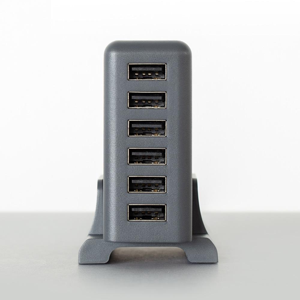 スマートフォンやタブレットなどを6台同時充電可能で、合計最大12A出力対応
