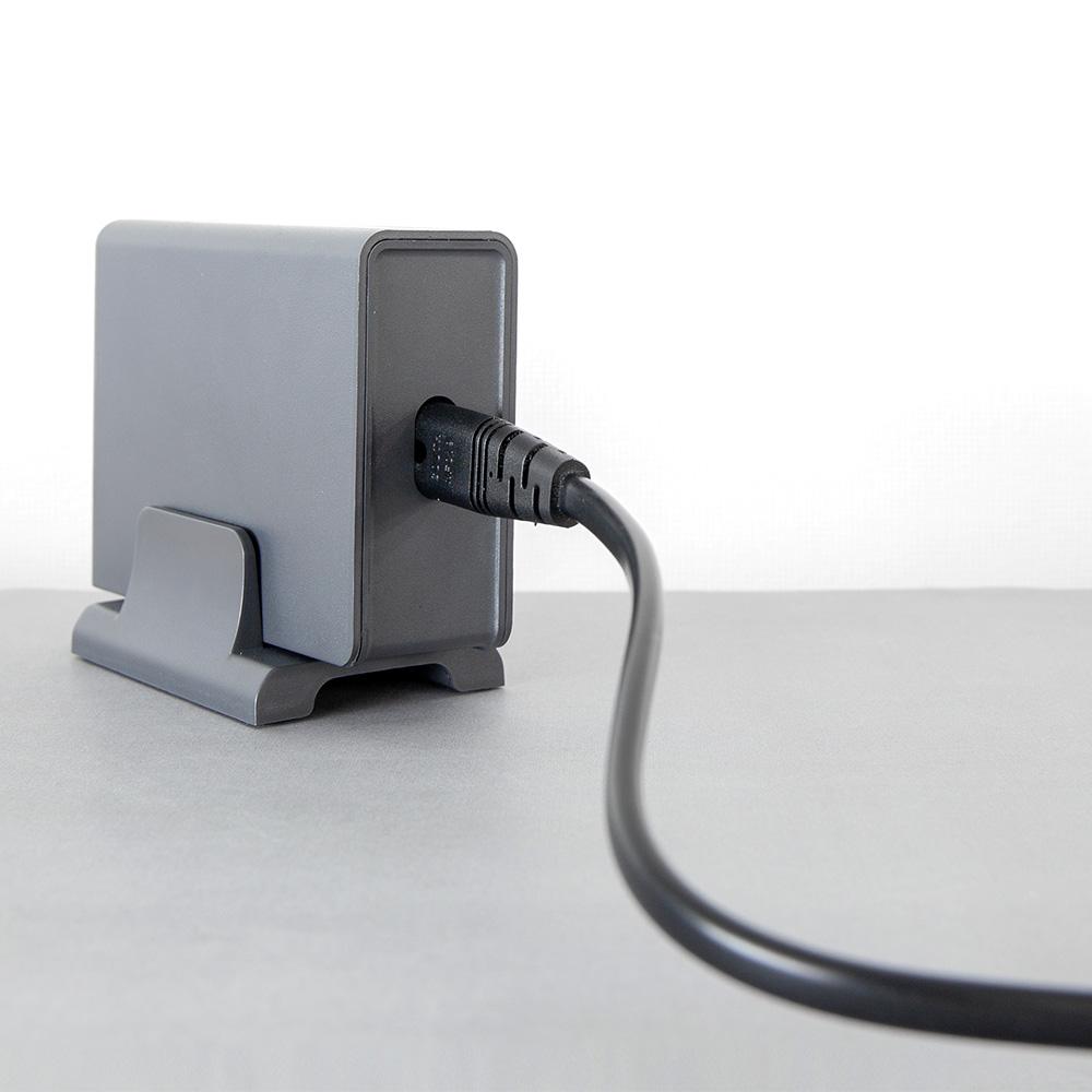 買ったその日にすぐに使える縦置き用スタンド&電源ケーブル付属