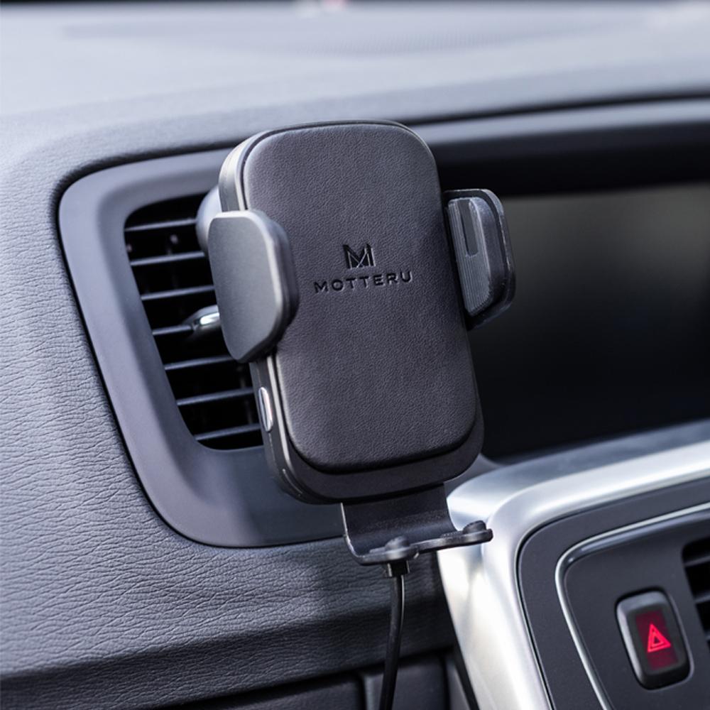 ダッシュボードに固定する以外にも、エアコンの吹き出し口でも設置可能