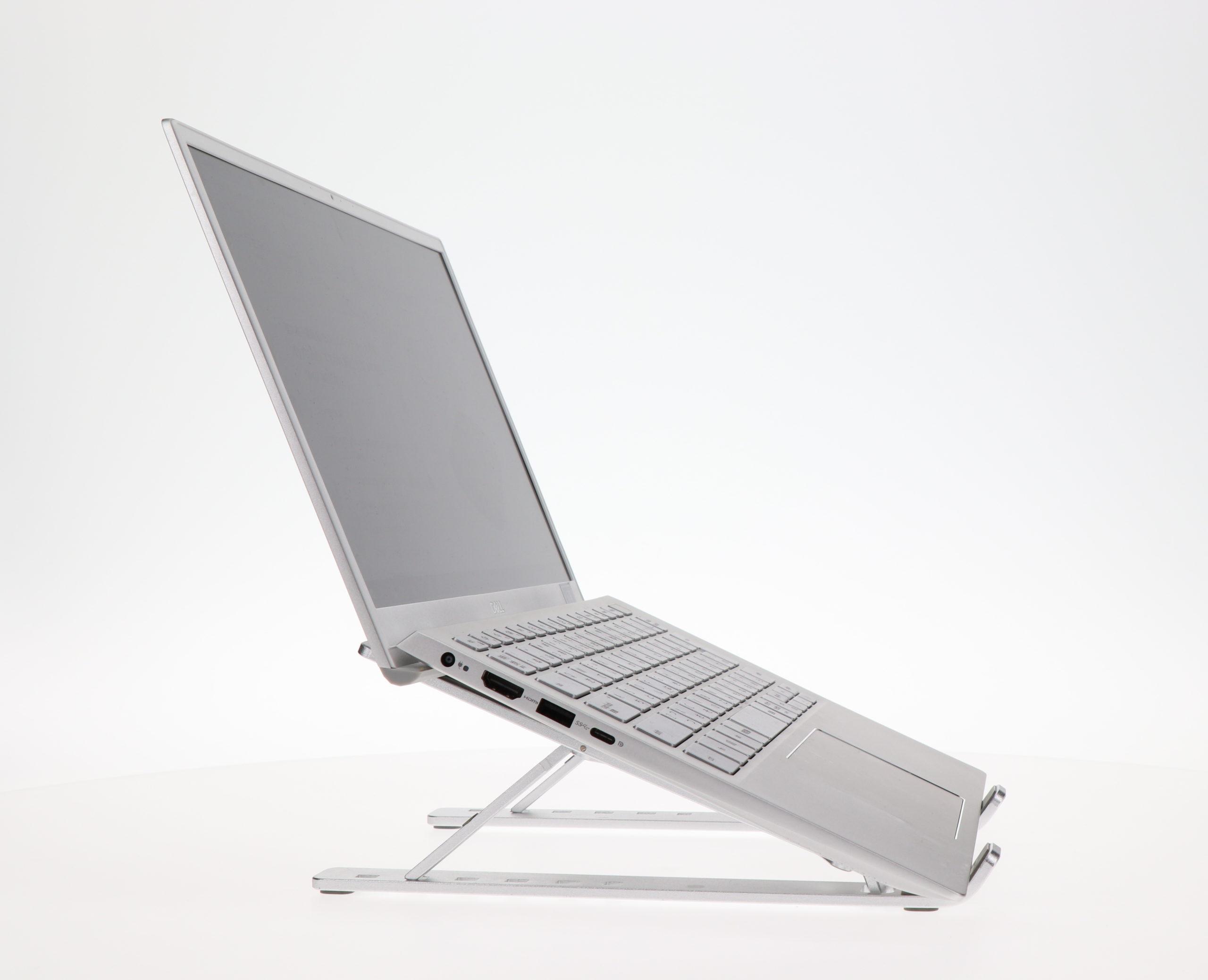 【在宅ワークの肩こり、腰痛、疲れを軽減】快適な椅子よりPCスタンドがおすすめの理由