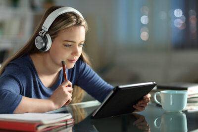 【学生、社会人の方もおすすめ】超効率的!勉強がはかどるアイテム4選&集中方法