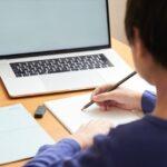 【オンライン授業を快適に!】ノートパソコンやタブレットで使える「スタンド」特集